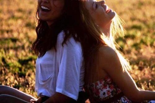 """Eu amo meus amigos, valorizo cada um deles. E eles também me amam e me valorizam. Alguns deles me dizem """"eu te amo"""", e eu também digo """"eu te amo"""" pra eles. Mas o que eu queria mesmo era um """"eu te amo"""" não apenas de amizade. Quem sabe um """"eu te amo"""" de um amor de verdade."""