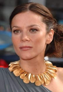 necklace is amazing on Anna friel