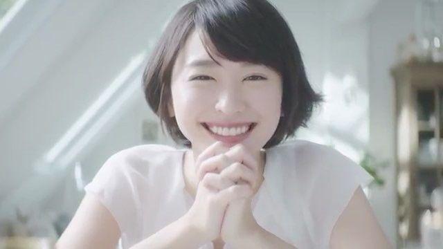 ファンアカウントの新垣結衣(ファンアカウント)さんのInstagram(インスタグラム)動画「.雪肌精「お願い!朝乳液」篇(メイキング)#新垣結衣 #aragakiyui #ガッキー」