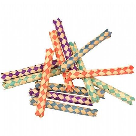 Woven Paper Sticks - 12 stuks.Deze papieren sticks kunnen op diverse manieren gebruikt worden. Zo kan je er bijvoorbeeld lekkere snacks in stoppen, of speelgoed van maken.