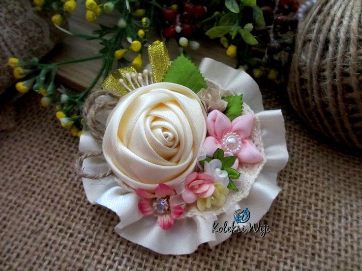 http://koleksiwiji.com/product/laila-satin Laila Satin Size : 9 cm Colours : creme Materials : satin ribbon and beads  bros bunga, bros cantik, bros hijab, bros kain, Bros korsase, koleksiwiji, pins bros -  - #BrosBunga, #BrosCantik, #BrosHijab, #BrosKain, #BrosKorsase, #Koleksiwiji, #PinsBros -