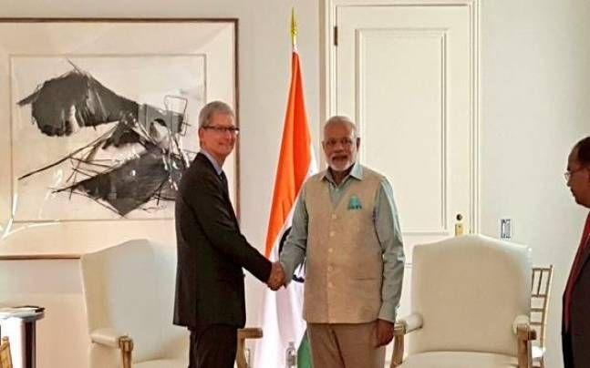 PM Modi meets Apple CEO Tim Cook, visits Tesla Motors in