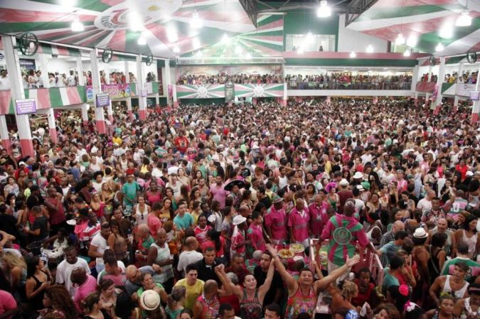 Mais uma noite de festa e corte de samba | G.R.E.S Estação Primeira de Mangueira - Rio de Janeiro.