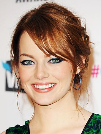 How To Wear Navy Eyeliner Like Emma Stone from InStyle.com