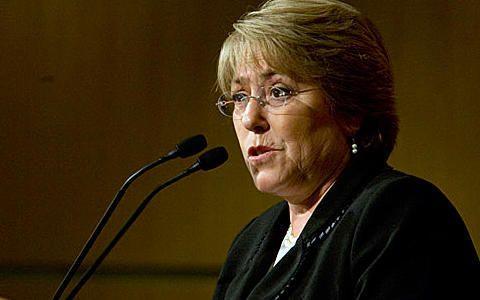 A ex-presidente do Chile, Michelle Bachelet, incentivou as mulheres egípcias a lutar por um papel mais importante rumo a democracia do novo Egito.