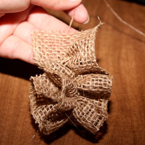Easy burlap flowers without sewing
