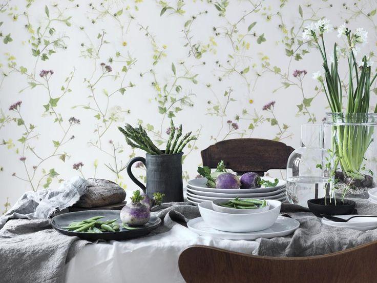 Blommig tapet från Sandberg I Engelska Tapetmagasinet.se