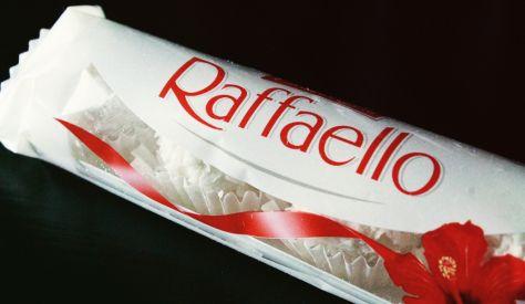 Raffaello Kokos-Mandel Praline von Ferrero