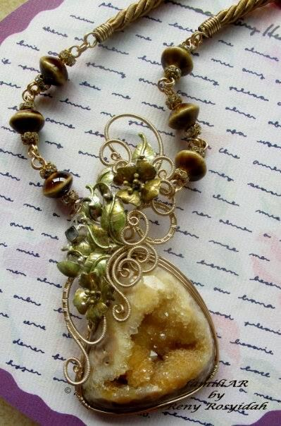 big natural druzy with gilt wire