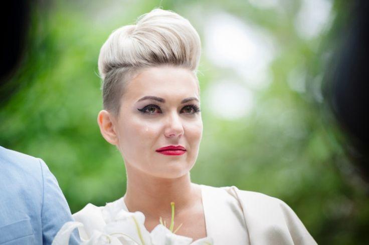 Brautfrisur mit Undercut sidecut-ideen-blond-haartolle