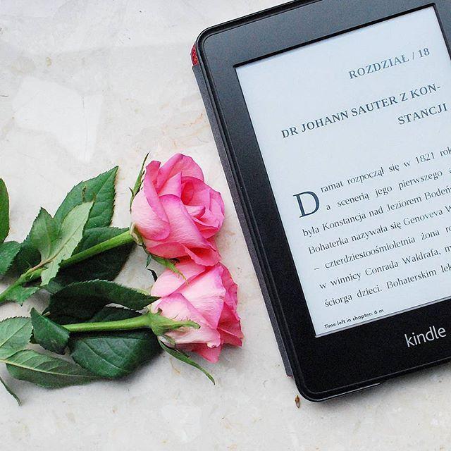 Plan na dzis  Musze w koncu dokonczyc 'Ginekologow'. Czytalyscie? Co aktualnie czytacie?  #booksb #bookstagram #book #czytambolubie #roses #flowers #picoftheday #potd #fotd #essentials #details #blog #blogger #beauty #flatlay #kindle #kindlepaperwhite