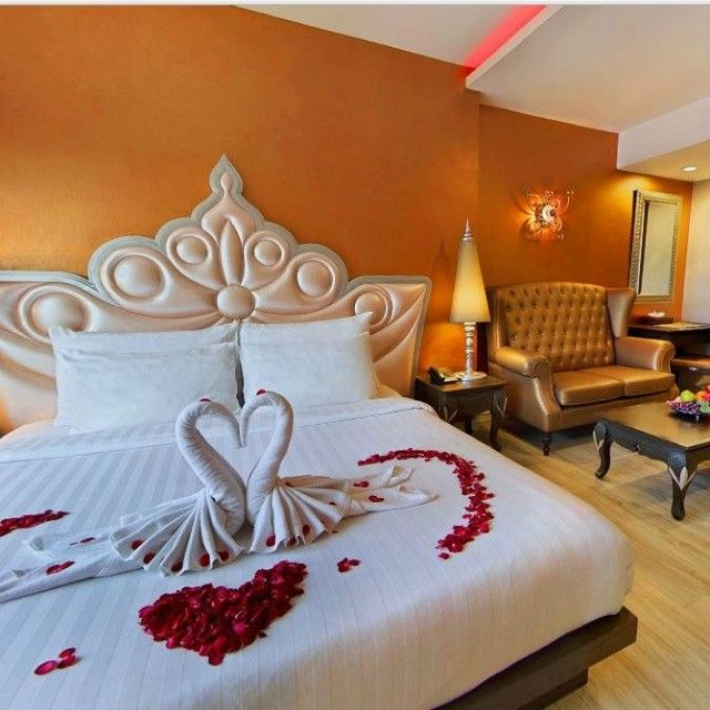 Celebrate your honeymoon vacation in Thailand with the best romantic memories. Welcome to chillax resort. http://ift.tt/1RNf9j7 #chillax #chillaxresort #chillaxhotel #couplehotel #chill #accommodation #rooftoppool #romantic #resort #romantichotel #thailand #travelaward #thailandhotel #khaosanroad #Luxuryaward #lovehotel