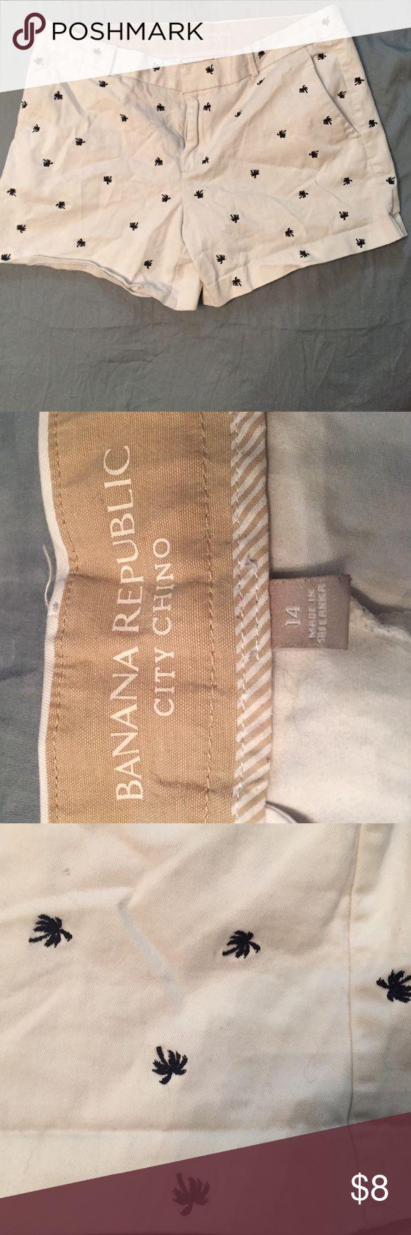 Banana Republic Shorts White with Navy Blue Palm Trees Banana Republic Shorts