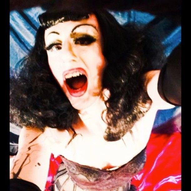 #ladonnarama #bettiepage #bettiebangs #corset #pinup #50s #1950s   #ootd #gif #glitch #queer #qwerrrkout #mua💄 #mua