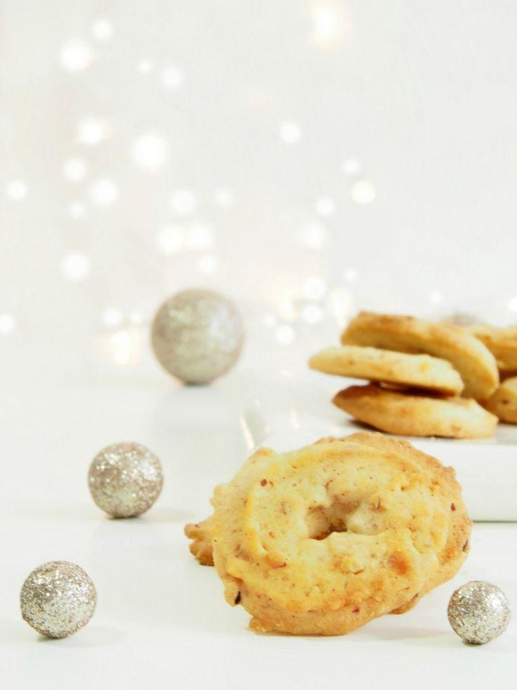 Danish Christmas Cookies – Vanilla Wreaths