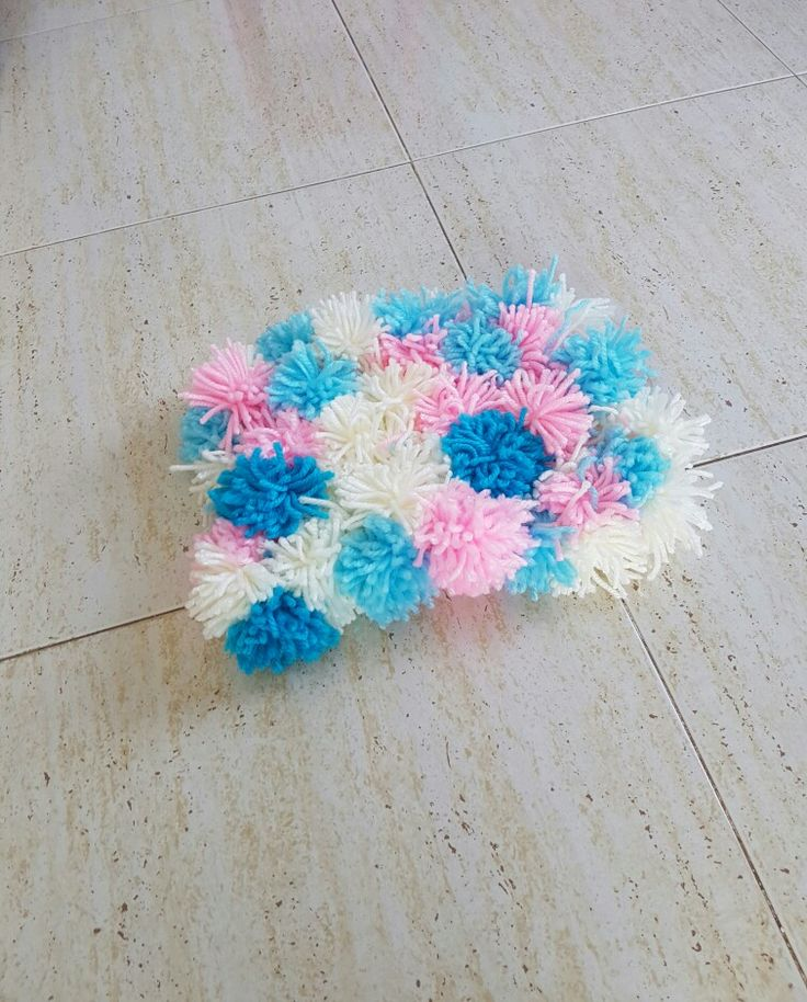 Pom pom small rug