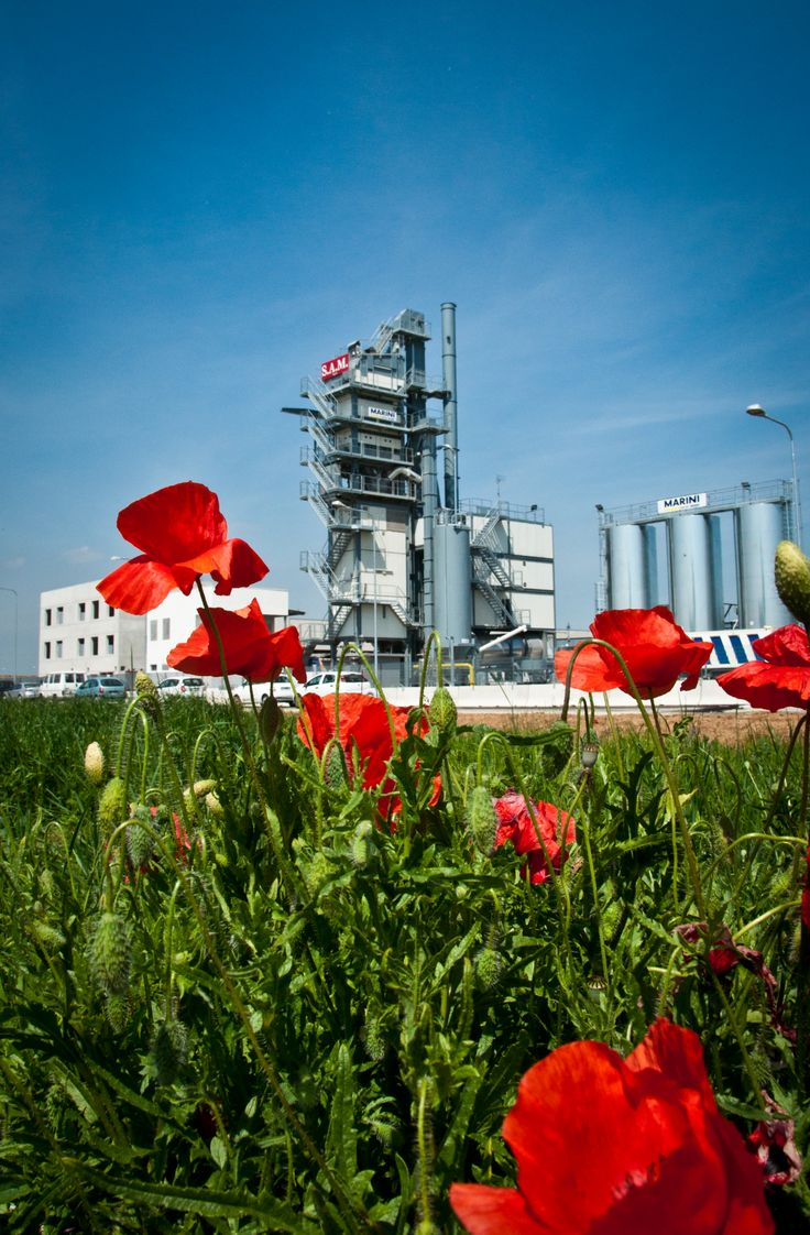 Top tower 3000  asphalt plant among the flowers www.marini.fayat.com