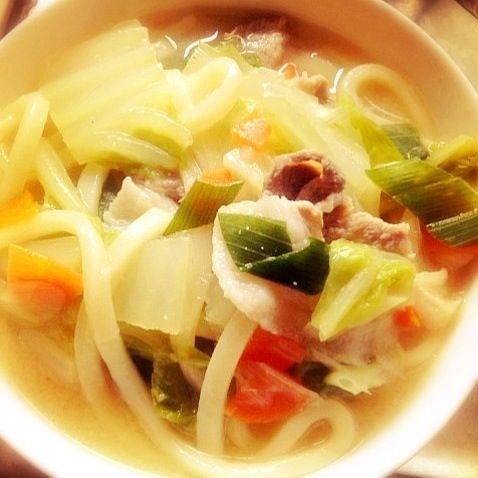 野菜たっぷり!しょうが入りでぽかぽかー(*^^*) - 3件のもぐもぐ - 味噌煮込みうどん by fujifujivitan
