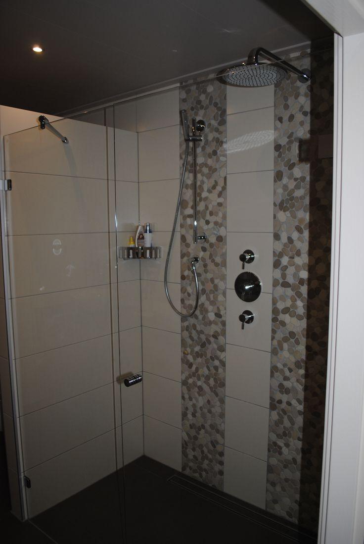 Mooie douchedeur met wand in lijn 160cm breed te Rijssen