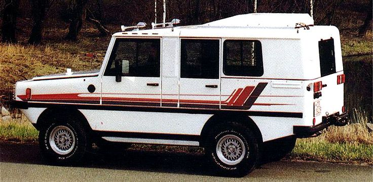 Amphi-Ranger 2800 SR, 1988. The civilian version of a specialist amphibious 4WD vehicle built for pipeline maintenance, as well as police and defence industry uses. It was powered by a Ford V6 engine...