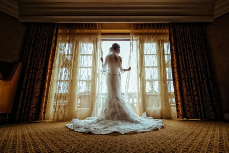 Must have wedding photo ideas: Gorgeous bridal portrait at one of our favorite Southern California wedding venues in Los Angeles: The Langham Pasadena. Swoon! (Michael Anthony Photography)