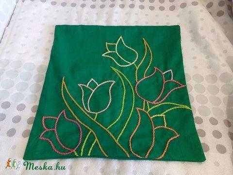Zöld tulipános hímzett párna (DobisMaria) - Meska.hu