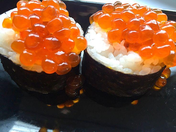 松澤美穂's dish photo こぼれいくら太巻き | http://snapdish.co #SnapDish #お寿司