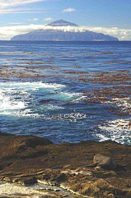 Tristan da Cunha | Descoberta em 1506 pelo português que lhe deu o nome - um navegador e conselheiro de el-rei D. Manuel I e um companheiro do grande Afonso de Albuquerque - a ilha de Tristão da Cunha é, actualmente, território da coroa inglesa