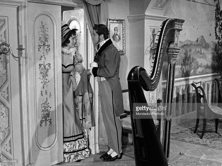 Sweden actress Marta Torén as Spanish soprano Isabella Colbran holding French actor Roland Alexandre's hand playing Gioachino Rossini in the film Casa Ricordi. 1954