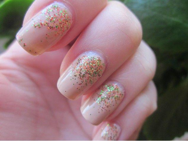 Falling Shimmer Glitter Nails:http://nikkiifashion.blogspot.hu/2014/10/oszi-kormok-falling-shimmers.html