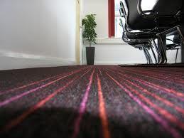 Posebno je značajno da se podovi u poslovnim prostorima mogu lako menjati