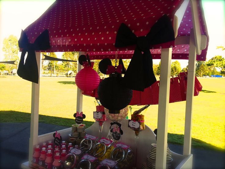 Candy cart with lolly bag garland. Each bag is filled with a small gift and balloon then pegged onto string to create a stunning decoration.