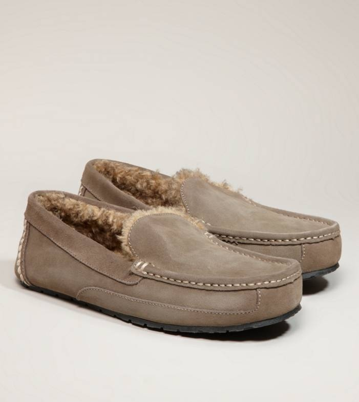 More Details Handsewn moccasin construction, Five-eye chukka silhouette, Soft leather upper, Active memory foam insole, Shock-absorbing natural rubber outsole, Not eligible for promotions, ships only within the USA American Eagle Outfitters male adult Olive leather/rubber
