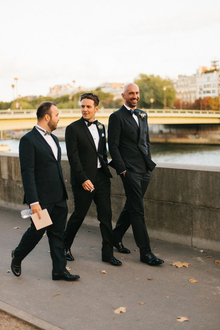 #paris #destinationwedding #weddingplanners #italianstyle #ilbiancoeilrosa #destinationweddingtuscany #chicwedding #friends #bestman #riverseine Photo by @alainm