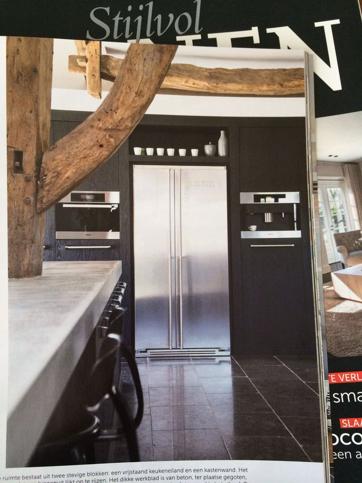 Rvs koelkast ingebouwd in wandkast keuken