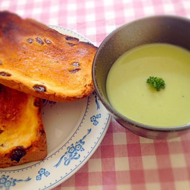 ソラマメを頂いたので、 ポタージュに。 ぶどうパンは、HBで手作り( ›◡ु‹ ) - 14件のもぐもぐ - ぶどうパンとソラマメのポタージュで朝ごはんっ♥︎ by labtomo