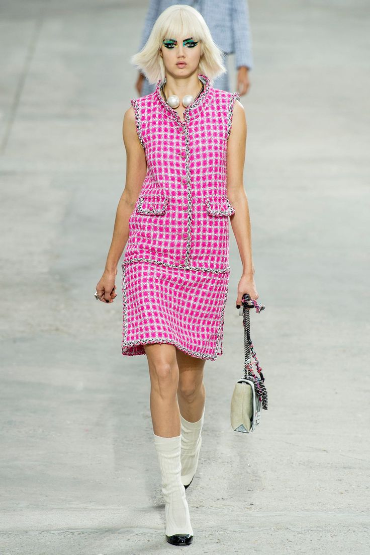 Chanel Spring 2014 Ready-to-Wear Fashion Show - Lindsey Wixson (Elite)
