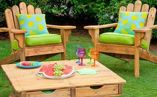 Pallet Table And Deck Chairs Furniture For Garden | DIY Furniture Ideas