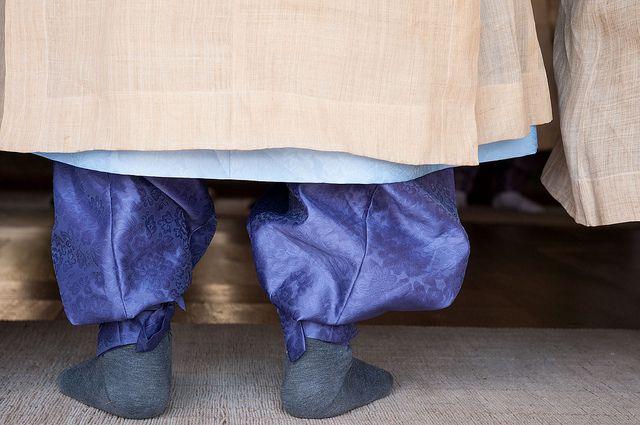 Depuis le 16e siècle, l'école de Dosan Seowon (1 500w) est le principal représentant du néo-confucianisme, très vivace en Corée. Les seowon sont des académies privées établies par des érudits et d'influentes familles. C'est pourquoi les futurs hauts fonctionnaires et têtes pensantes du royaume se devaient de passer en ses murs.