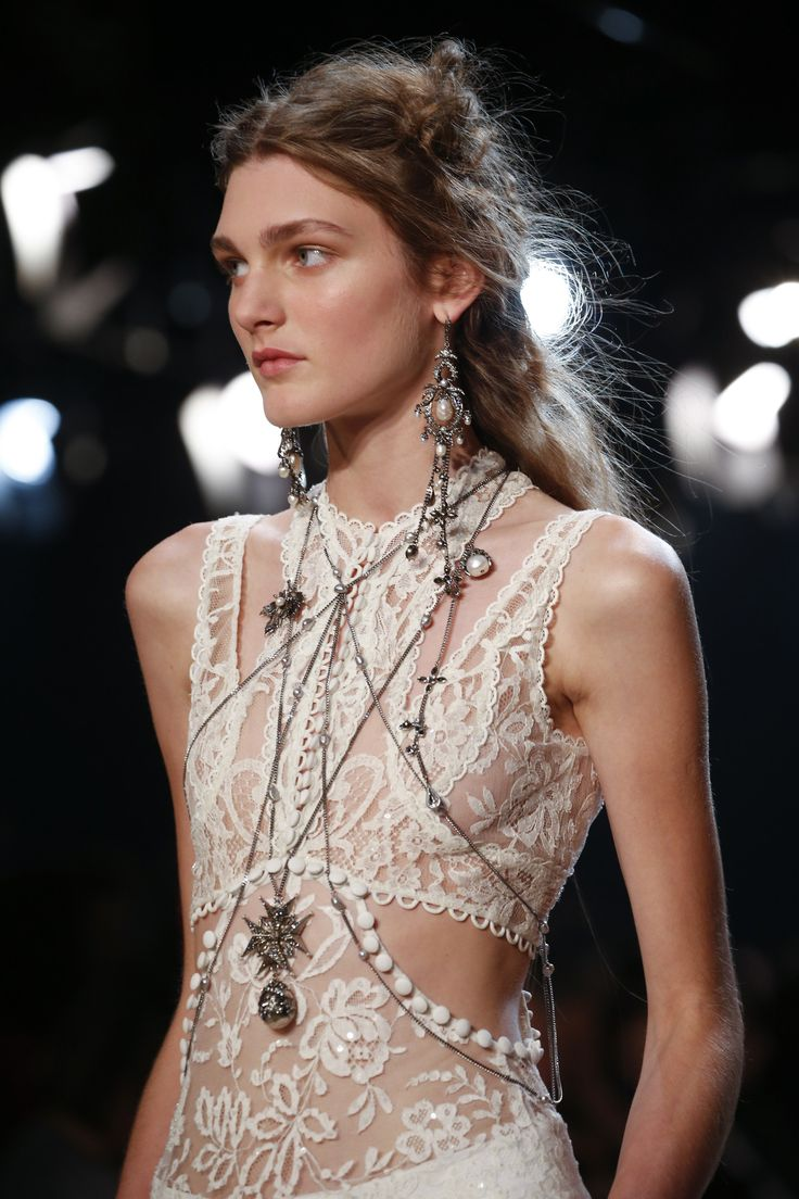 Alexander McQueen Spring 2016 After many years, this season I loved almost all McQueen collection!