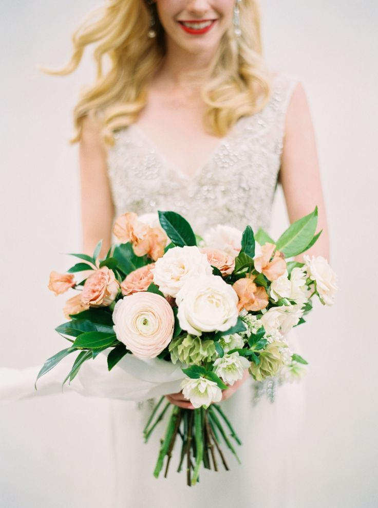 Ranunculus and rose wedding bouquet: Photography: Greer Gattuso - http://www.greergattuso.com/