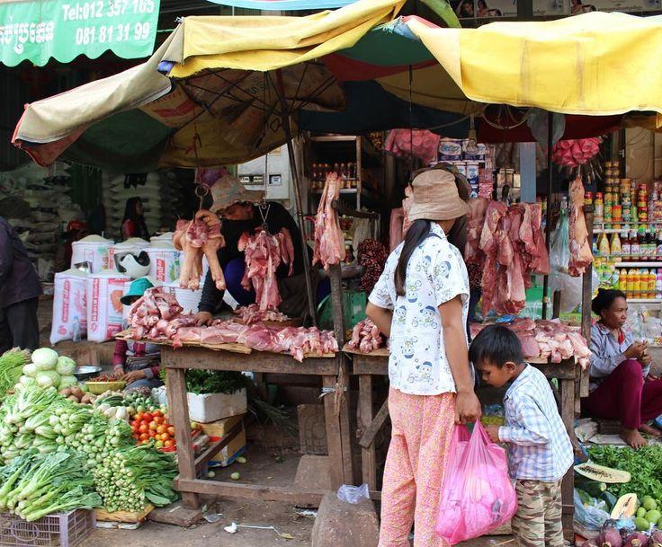 カンボジアプサールー市場 お肉屋さんどうしても気になってしまいます  Cambodia Psar Lou market.  #東南アジア #アジア #カンボジア #シェムリアップ #プサールー市場 #マーケット#日常 #風景 #旅 #旅好き #カンボジア旅行2016  #southeastasia #asia #cambodia #siemreap #psarlumarket  #travel #trip #igtravel #igs_asia #ig_asia  #igasia #mytravelgram #everydaylandscape #landscape by chankumi731