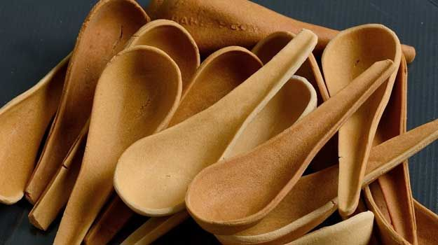 In India, 120 billion pieces of disposable cutlery is used every day. One company decided to make edible cutlery instead. #coexist