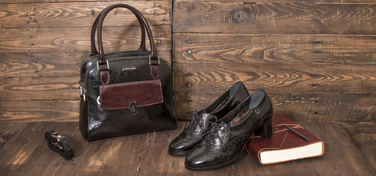 Eleganza dal sapore vintage per una borsa perfetta da abbinare alle calzature a tinte coordinate. An air of elegance with a vintage flair in this bag to match with color-coordinated footwear. http://store.pakerson.it/women-bag-bd2122-black-and-bordeaux.html