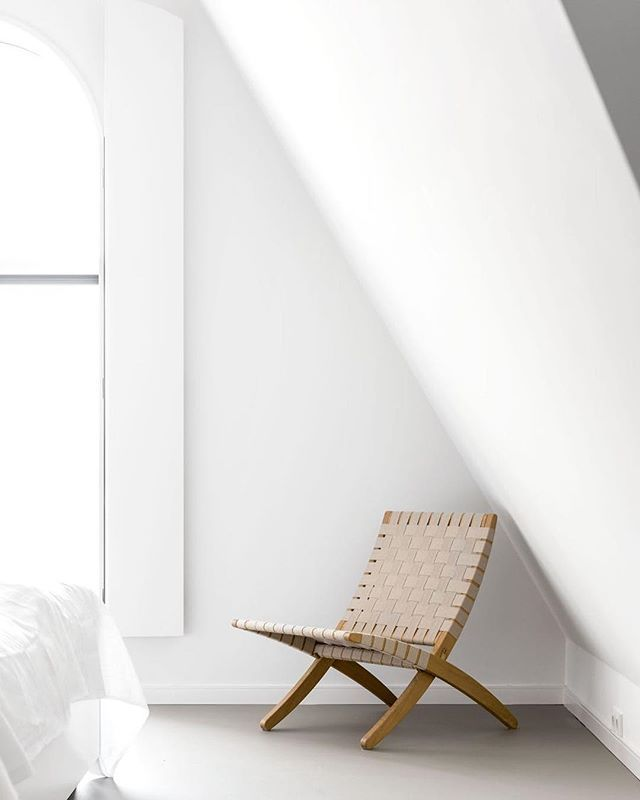 @studiogabrielleuk The perfect extra seat, the MG501 Cuba Chair by @carlhansenandson offers a light, flexible folding design that can easily be placed in a stand on the floor or hung on the wall for storage.⠀ ⠀ The Cuba Chair is built upon a solid oak wood frame, with cotton girths woven around the frame forming a comfortable seat and back and providing excellent support as they gently follow the body's contours.⠀ ⠀ Designed by Danish designer Morten Gøttler in 1997, the chair exemplifies…