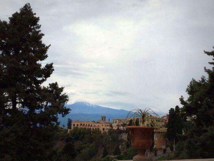 Riccardo Maita, Vista dell'Etna dalla villa di Taormina (ME)
