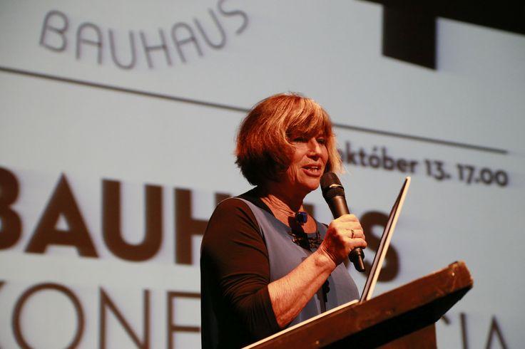 A konferencia narrátora: Váradi Júlia