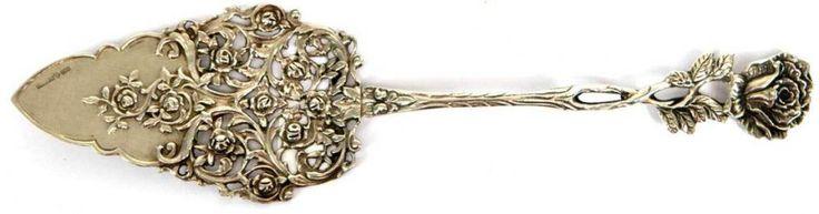 Tortenheber mit Rosendekor, Silber, Schweden punziert, 72 g, L. 24,5 cm — Silber und Versilbertes