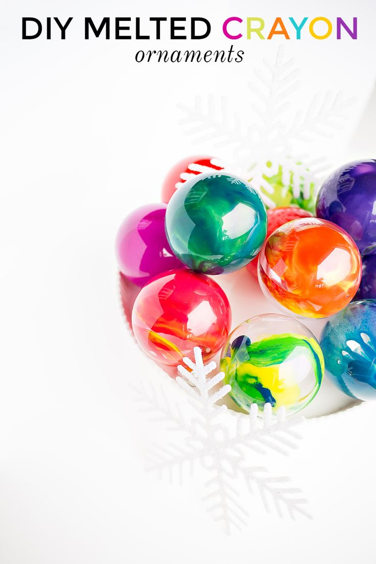 Making christmas ornaments with crayons - These Easy And Colorful Diy Melted Crayon Ornaments Can Be Done In As Little As 30 Minutes Colorful Easy And Make The Perfect Handmade Gift