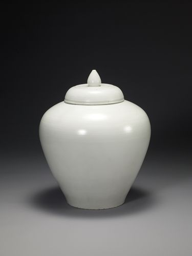 White Porcelain Jar, White clay,18th century, Joseon dynasty, Height 46.5cm🌑More Pins Like This One At FOSTERGINGER @ PINTEREST 🌑No Pin Limits🌑でこのようなピンがいっぱいになる🌑ピンの限界🌑